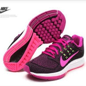 Women Nike Air Zoom Structure 18 Running Shoes
